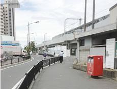 東岸和田駅横 ポストが目印